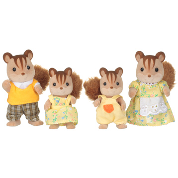 Walnut Squirrel Family Figures